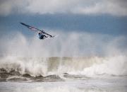 Oktober:`Surfer i Klitmøller` af Alex Skytte