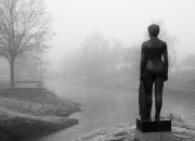 December `Kvinde med klæde` af MetteMüller